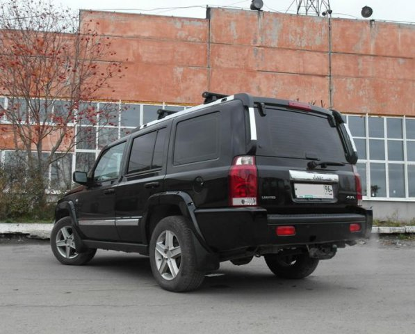 вид сзади Jeep Commander PowerTech