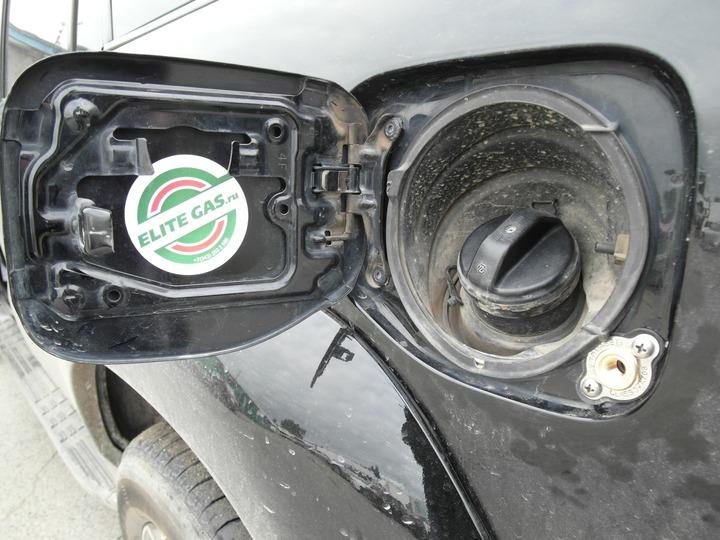 Газовое заправочное устройство под лючком бензобака, Toyota Land Cruiser Prado 120