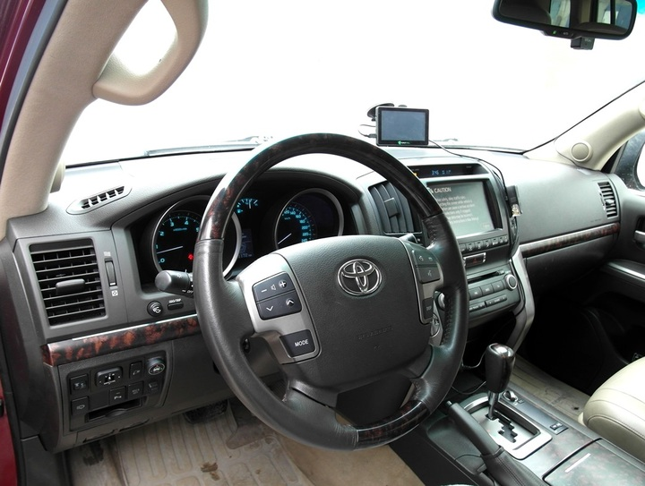 Салон Toyota Land Cruiser 200