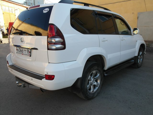 Вид сзади Toyota Land Cruiser Prado 120