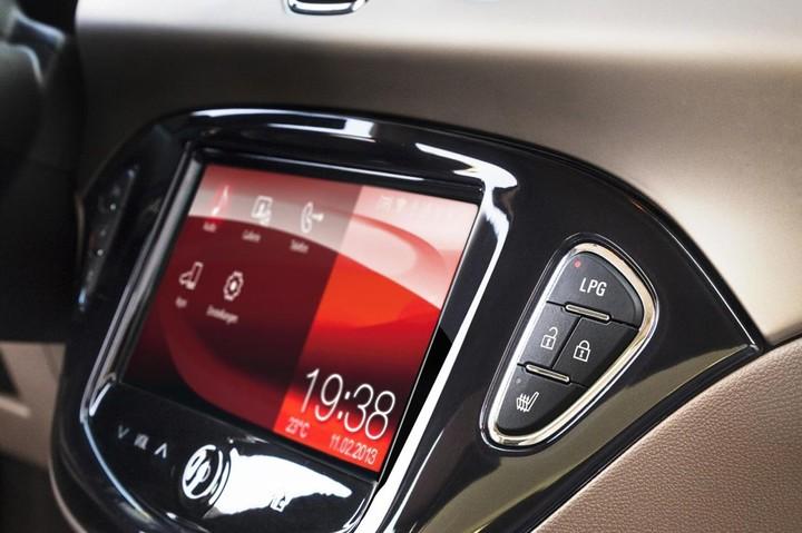 Opel Adam LPG, кнопка переключения топливных режимов