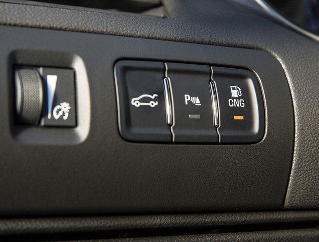 Chevrolet Impala на природном газе, кнопка переключения