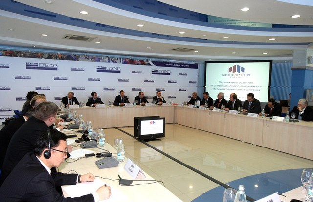 Денис Мантуров принял участие в совещании по развитию автомобильной промышленности