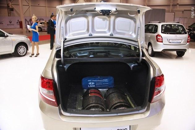 Lada Granta CNG, газовые баллоны в багажнике