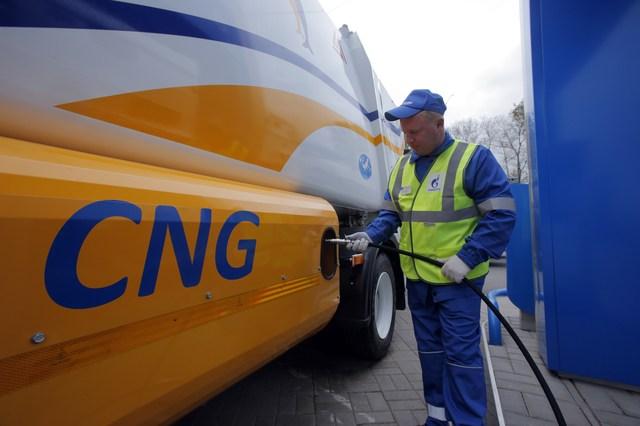 Заправка природным газом на АЗС на Пулковском Шоссе, Газпром ГМТ, Петербург