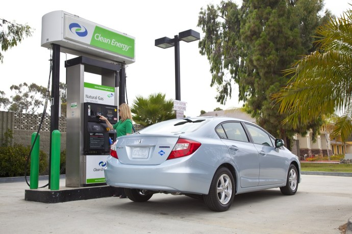 Honda Civic Natural Gas 2012, на заправке природным газом