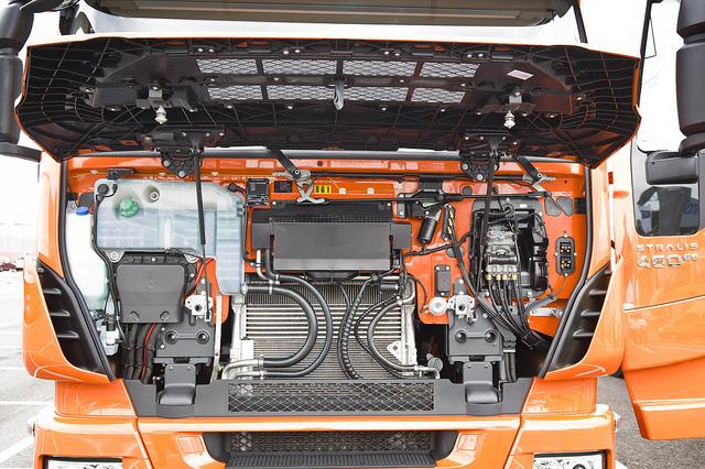 подкапотное пространство, Iveco Stralis Hi-Way LNG