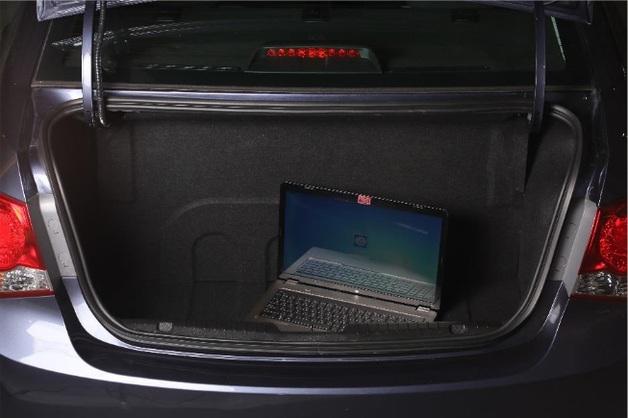 багажник Chevrolet Cruze CNG с газовым баллоном за перегородкой