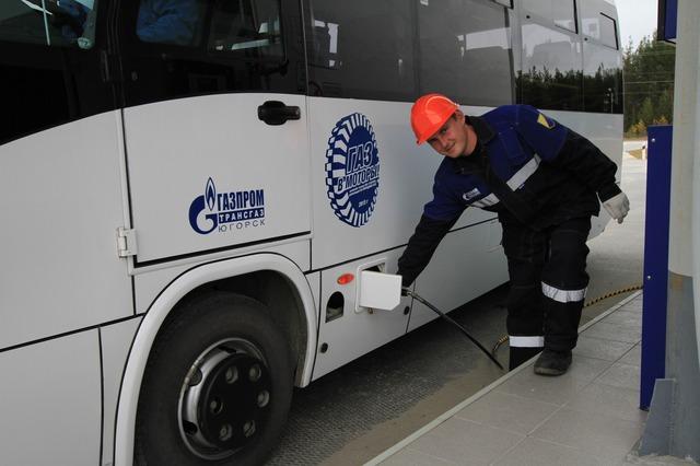 заправка автобуса природным газом на АГНКС