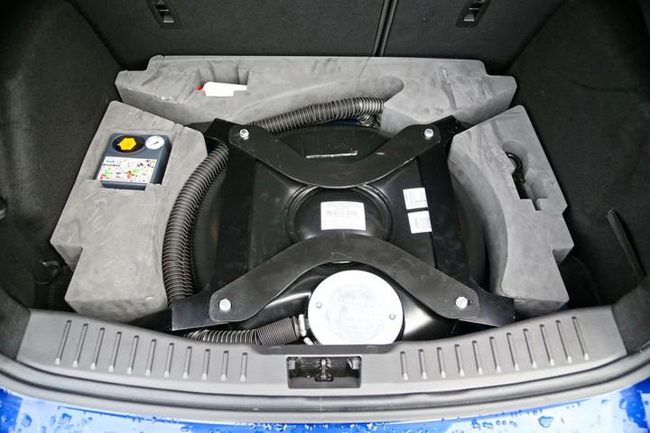 газовый баллон в нише запасного колеса, Ford Focus LPG