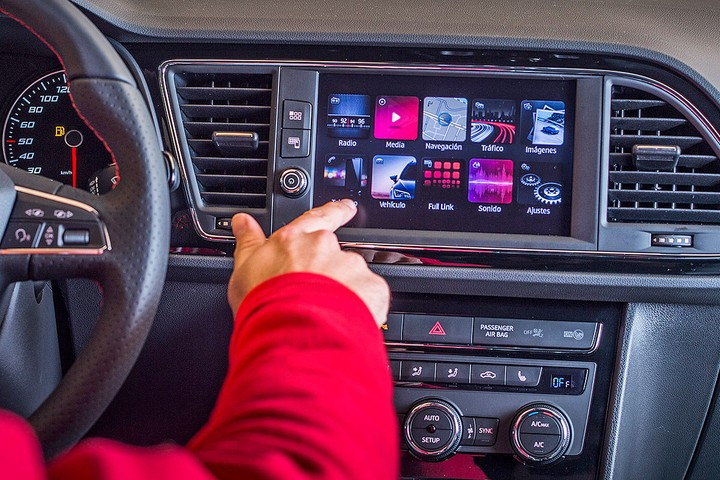 New SEAT Leon 2017, 8-дюймовый тачскрин