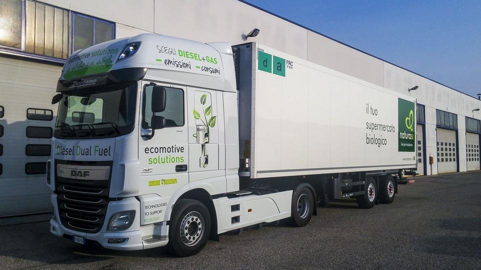 газодизельный грузовик DAF 510