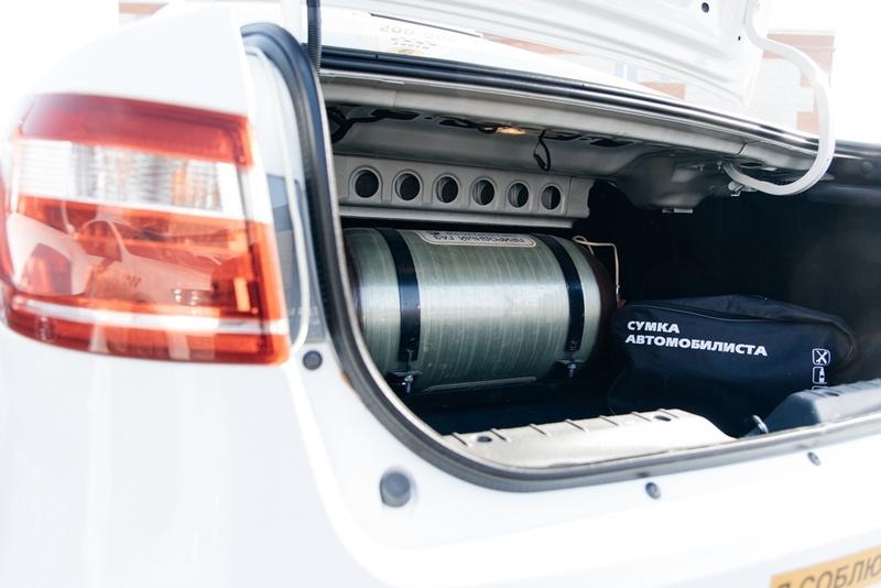 Метановый баллон в багажнике автомобиля