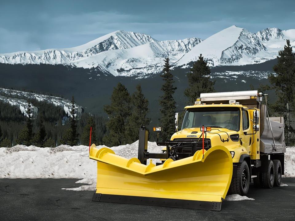 Снегоуборочная машина на метане Freightliner 114SD