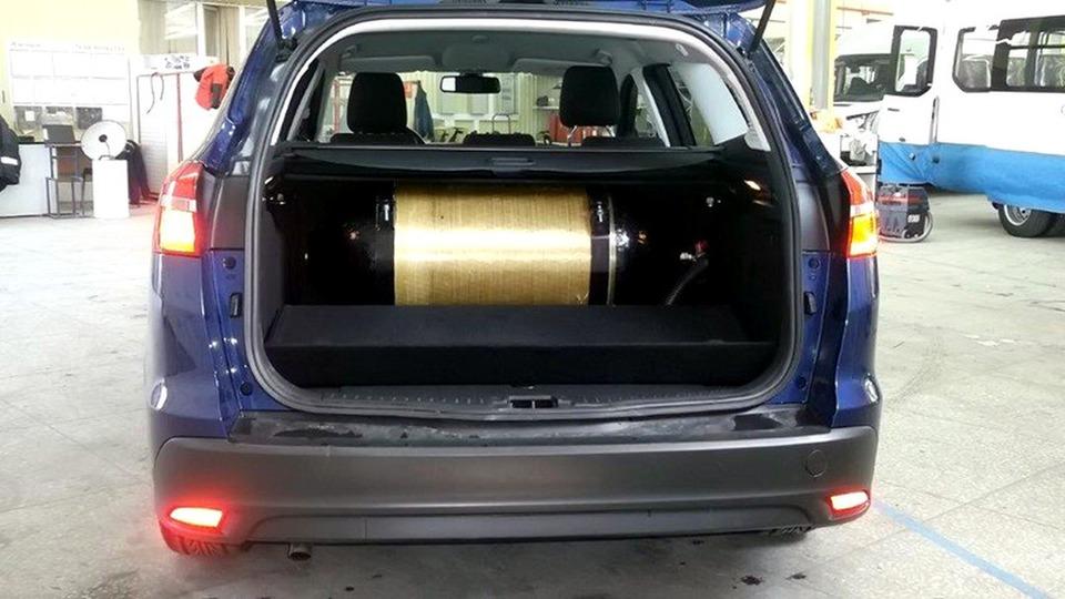 метановый баллон в багажнике Ford Focus CNG