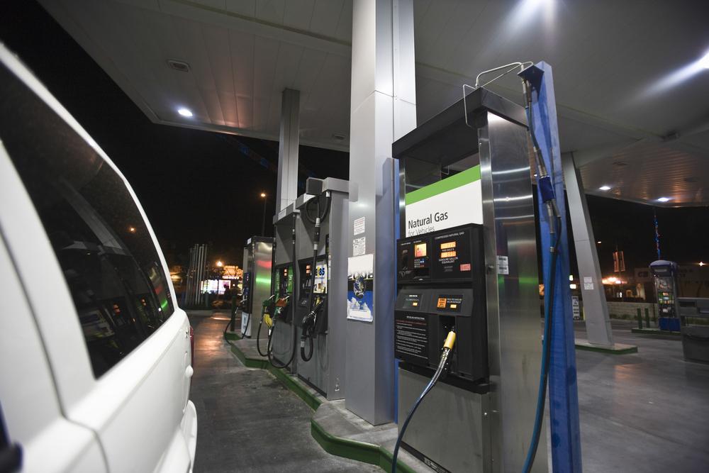 На газовой заправке Southern California Gas