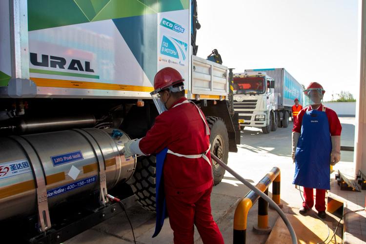 на КриоАЗС, Заправка Урала NEXT сжиженным природным газом на КриоАЗС